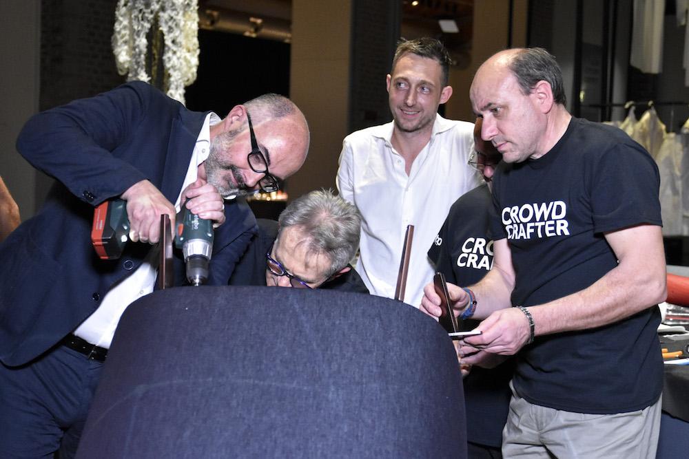 Стефано Мичелли закрепляет ножки vanessa4newcraft