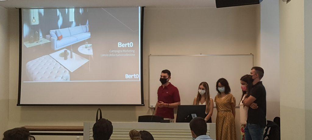 Hackathon BertO: практический семинар, организованный профессором Covassi для своих студентов Магистра по Стратегическому Цифровому Маркетингу